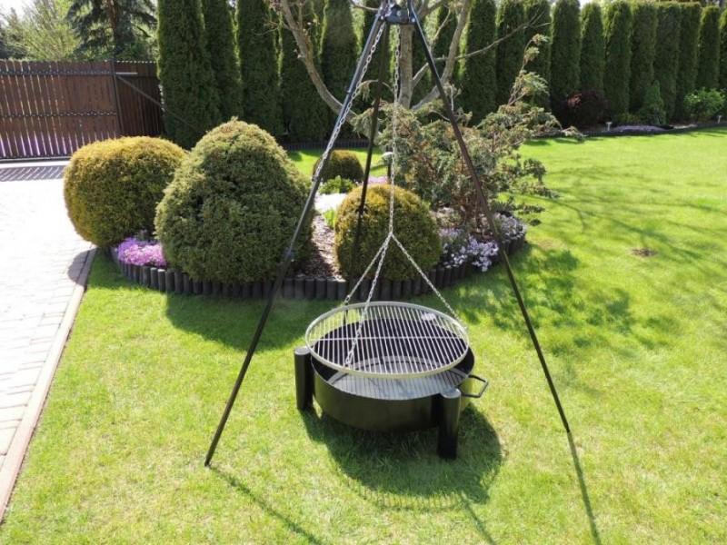 Solidny grill ogrodowy: trójnóg 180 cm + ruszt ze stali nierdzewnej 70 cm + palenisko 70 cm