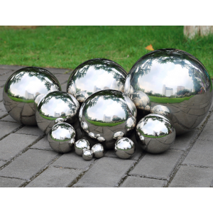 Srebrne kule ogrodowe - luksusowa dekoracja ogrodowa