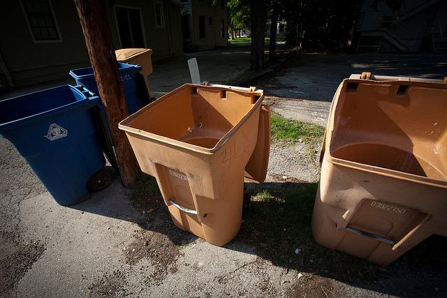 Nowoczesny kosz do segregacji śmieci