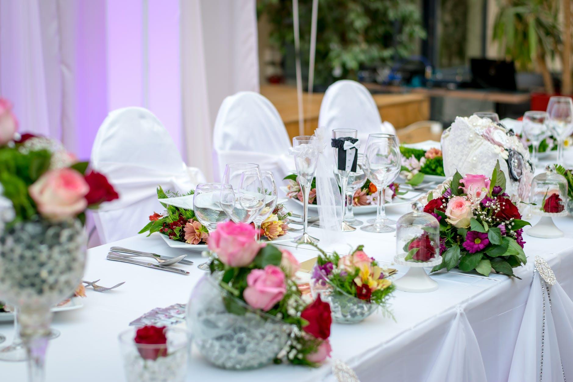 Koszt wynajęcia sali weselnej, zespołu i fotografa