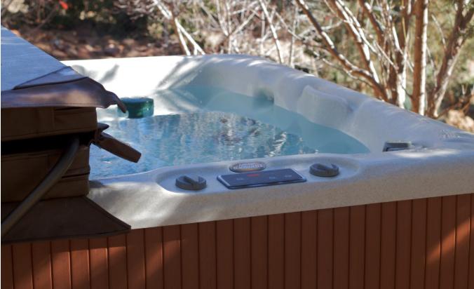 Relaks w ogrodzie w basenie