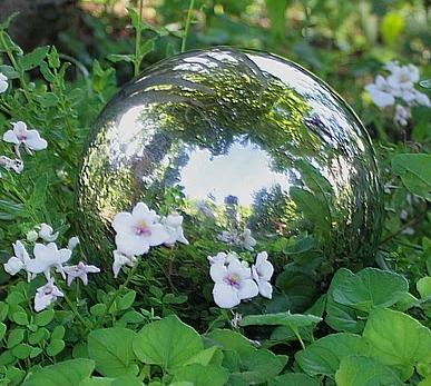 Dekoracje ogrodowe - kule ogrodowe w różnych rozmiarach