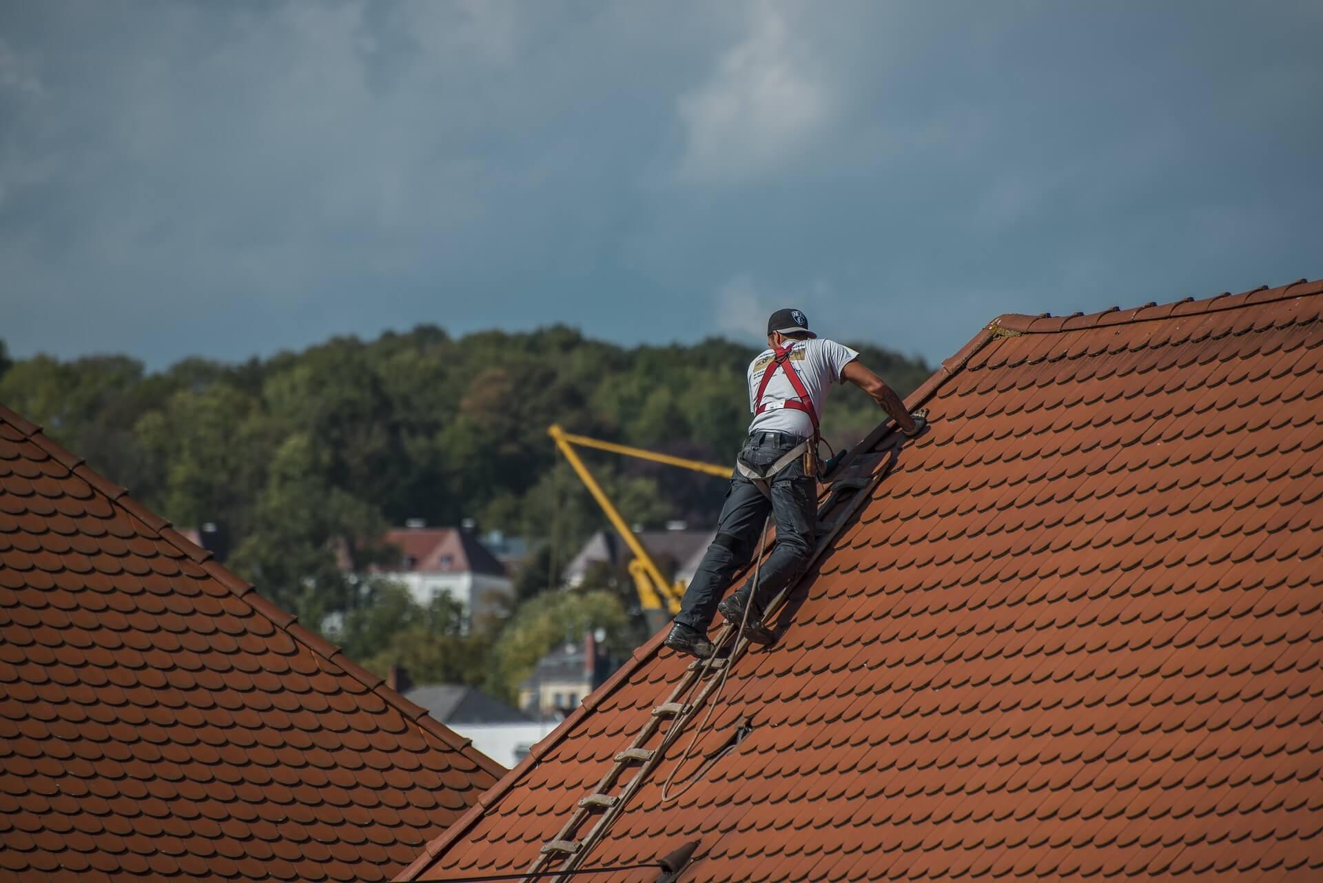 Koszt budowy dachu i usług dekarskich