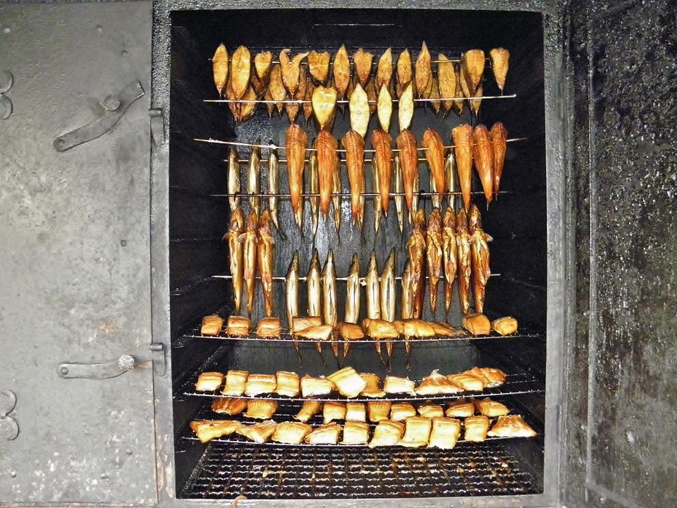 Ryby, mięso na wędzarni ogrodowej